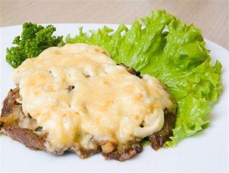 Мясо запеченное сыром фото