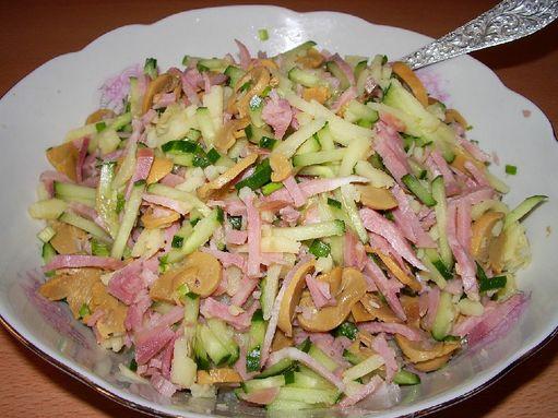 Салат ветчина колбасный сыр огурец