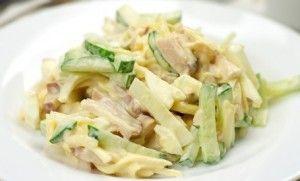 Салат курица огурцы и сыр