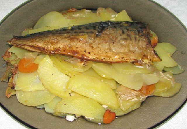Скумбрия с картошкойы приготовления в духовке с фото