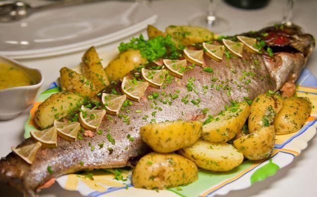 Форель с картофелем запеченная в духовке в фольге с фото