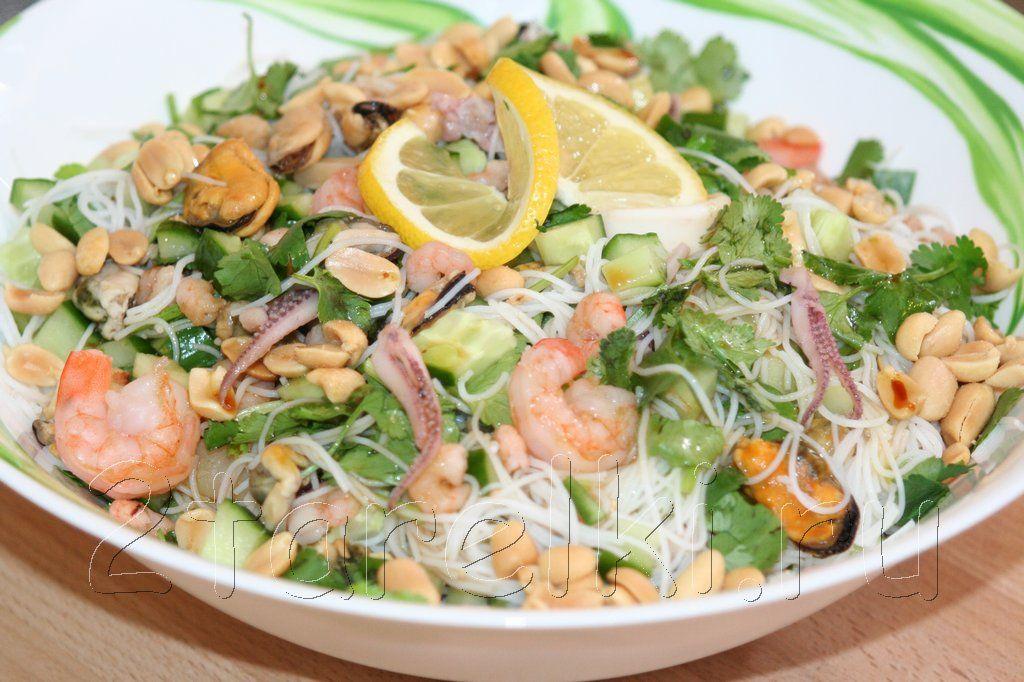 Теплый салат с морепродуктами с