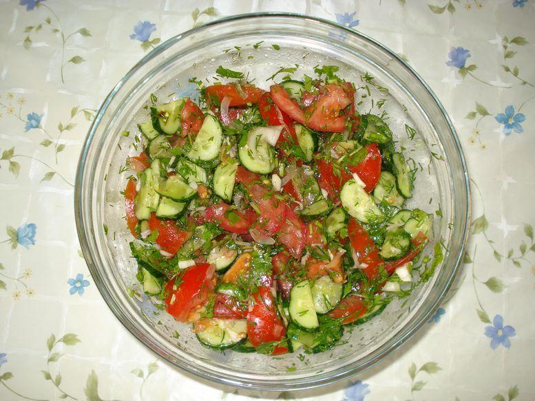 Рецепт салат из помидор и огурцов 51