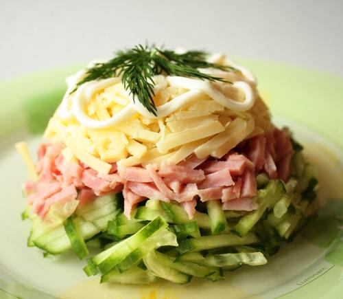 Салат из ветчины с сыром и грибами с фото