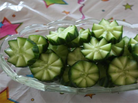Нарезка огурцов на салат фото